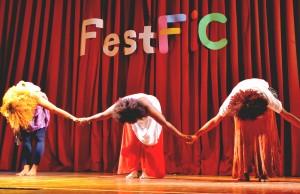 O grupo DiversidArte foi uma das atrações do FestFIC na Rural e apresenta a cultura afro-brasileira com peças teatrais